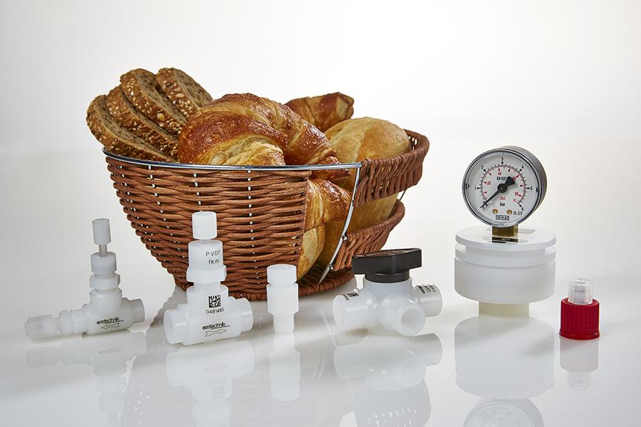 Per le attrezzature di laboratorio e di analisi mettiamo a disposizione i nostri pregiati prodotti in PVDF e PP.