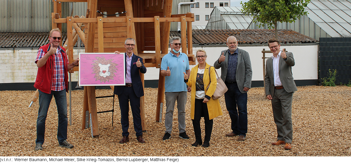 """<p>As part of the official inauguration of new playground equipment at the <strong>Löwenherz (lionheart) daycare center</strong>, Maxdorf, Mayor Werner Baumann, his local councillor Bernd Lupberger and the head of the facility, Reiner Pfundstein, presented a gift to Michael Meier.</p><p><img src=""""https://em-technik.com/storage/files/60dd9786d6511_loewenherz.jpg""""></p><p>EM-Technik GmbH, which was already involved in the creation of the facility for around 90 children with a donation in 2018, was now, two years later, also happy to help out in the outdoor area and also donated a tree house in addition to two seesaw animals and a double swing.</p><p>The kindergarten children expressed their gratitude for their new play facilities with a self-made picture of a lion and the message """"Together we are strong as lions!""""</p>"""